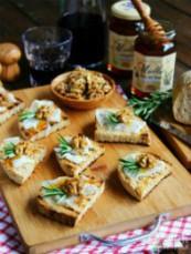 Crostini rustici con lardo e miele